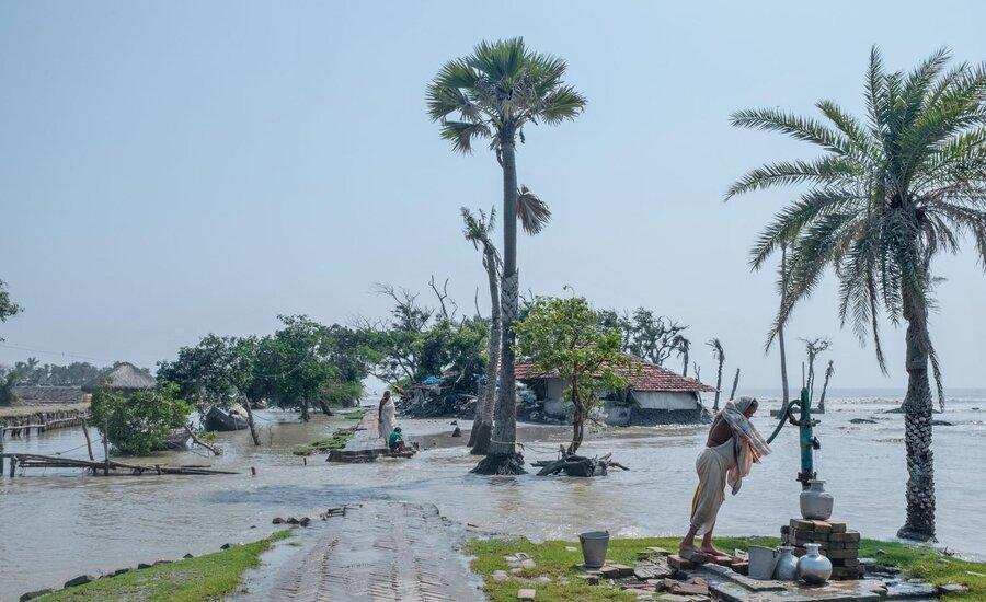 FLOODING SUNDERBANS RISING SEA LEVEL IN INDIA AND BANGLADESH, CREDITS- NATIONAL GEOGRAPHIC